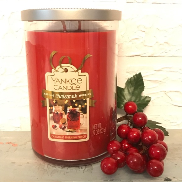 """Yankee Candle """"Christmas Morning Punch"""" 2-Wick 22 oz Candle w/Lid"""